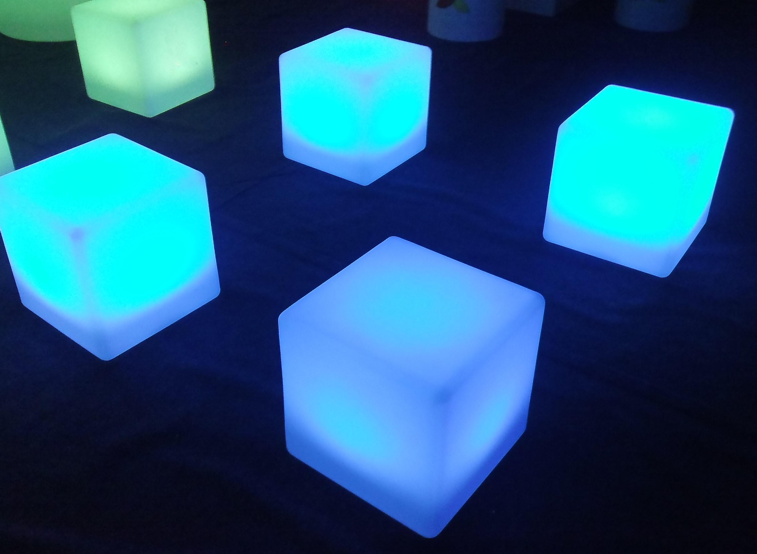 cubes lumineux. Black Bedroom Furniture Sets. Home Design Ideas